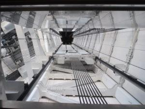 EV天井から見える内部構造