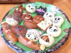 いろんなキャラクターのパンたち