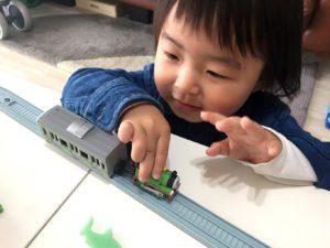 他の電車のおもちゃと無理やり連結