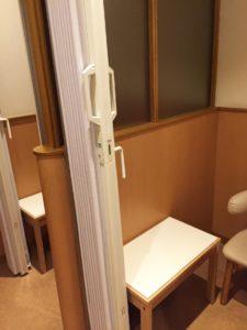授乳室個室扉