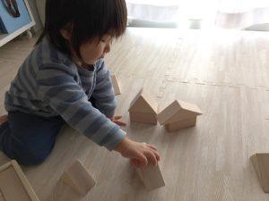 家を作る息子