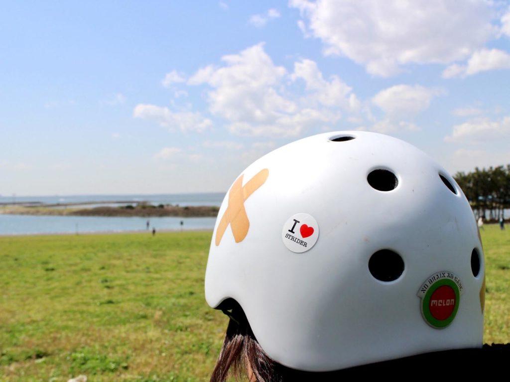 ステッカーをヘルメットに貼ってみました
