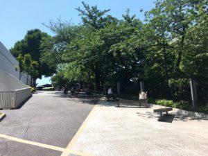 アクアパーク横の坂道のベンチ