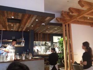 RHC CAFEカウンター奥キッチン