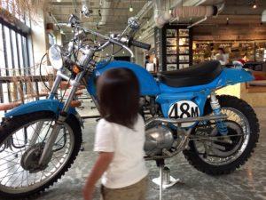 TREXに飾られているバイク