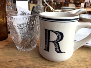 コーヒーのカップはアメリカンサイズ