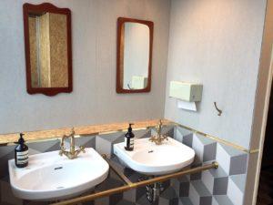 トイレのインテリアもこだわりが