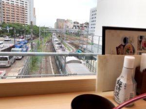 そばじ窓際からの鉄道ビュー
