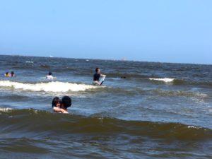 波にも少し慣れました