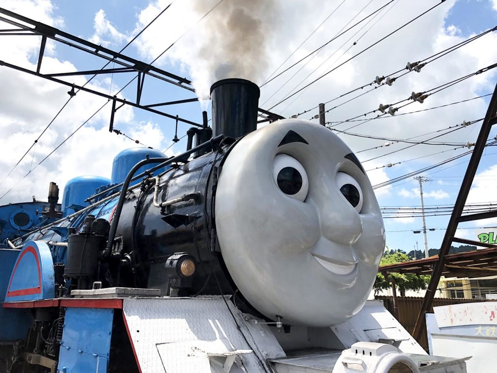 蒸気を吹き上げるトーマス