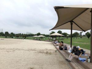 人工砂浜のタープエリア