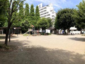 徳持公園中央広場と遊具