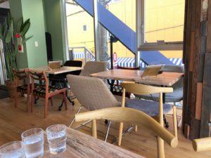 2Fカフェ&ラウンジテーブル席