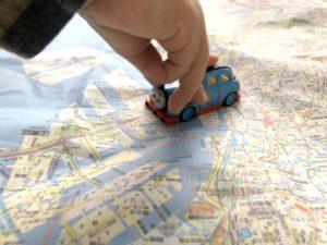 ミニカーで地図上をドライブ
