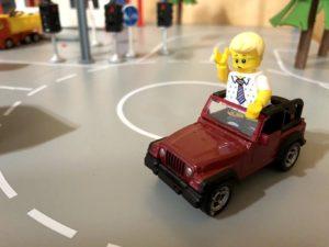 ミニカーに乗るミニフィグ
