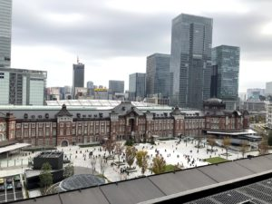 テラスから見える東京駅舎