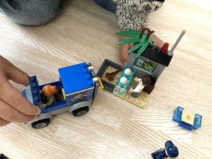 研究所とトラック