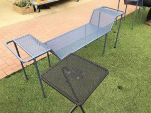 サイドテーブル付きベンチ