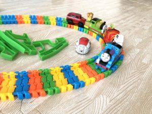 付属の電車で他の車両を押す遊び