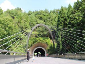 美術館棟側のトンネル入口