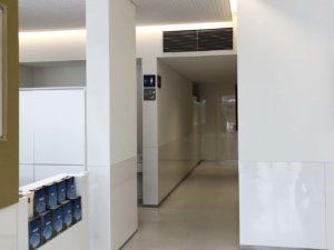 バス待合所の多目的トイレ案内