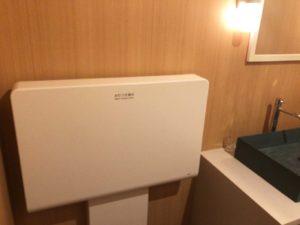1F女性用トイレのオムツ替え台