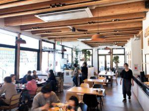 ピッツェリア&カフェ SUNDAY'S BAKE 56の1F店内