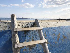 砂浜へのおしゃれな出入り口