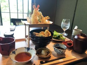 奈良の季節の野菜の天婦羅丼